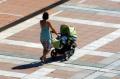 Икономисти: Увеличените пари за майчинство не решават реалните проблеми на семействата