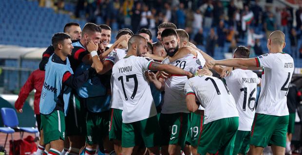 Скочихме от земята на килима! България най-сетне взе, че би на футбол след късна развръзка срещу Литва