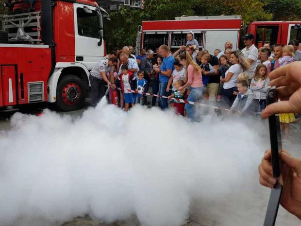 Бургаските пожарникари отбелязват профи празника си с куп инициативи