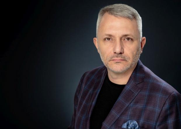 Ядосана ресторантьорка нападна адвокат Хаджигенов, публикува чат с него