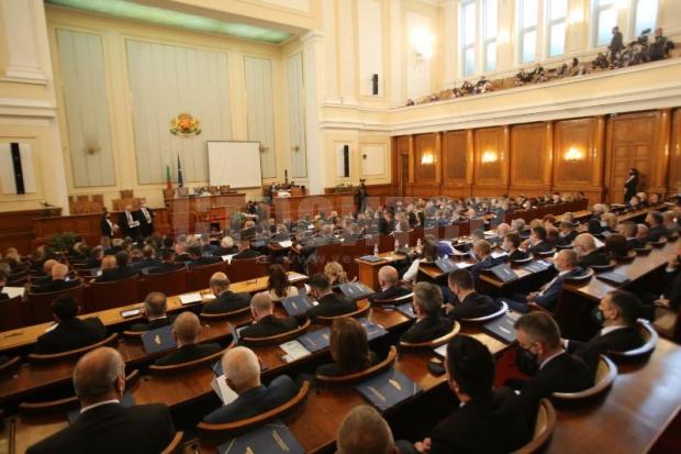 В последните дни от краткото си съществуване 46-ото Народно събрание