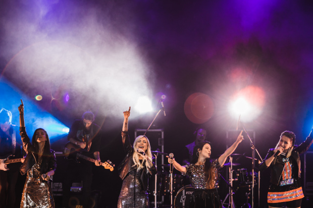 Поли Генова превърна първия си самостоятелен концерт #1 във впечатляващо мини турне