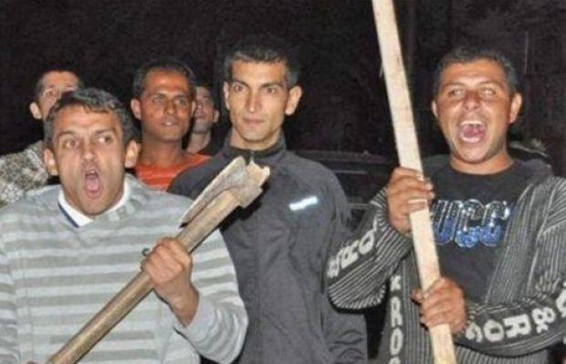 Тумба роми биха с колове семейство, което им направи забележка заради шумен купон
