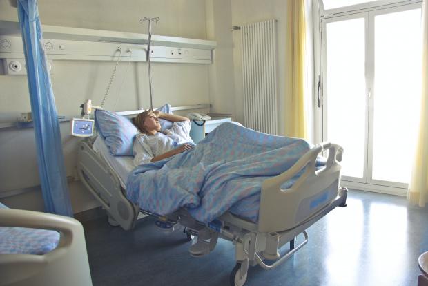 Майка на три деца с отрицателен PCR почина - върнали я от две болници