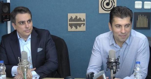 Двамата бивши министри от служебното правителство Кирил Петков и Асен