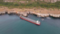 Най-сетне: Прокурори разпитват екипажа на заседналия кораб, той спря да потъва
