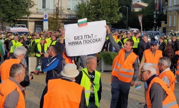 Наказват протестиращите пътни строители