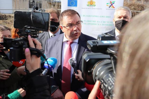 Бившият здравен министърКостадин Ангелов, който бе обвинен от сегашния Кацаров