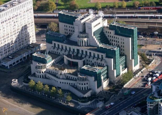 Бившият служител на британското външно разузнаване МИ-6 Кристофър Стийл заяви