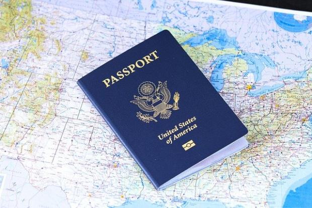 """Властите в САЩ издадоха първия паспорт с обозначение """"X"""" на"""
